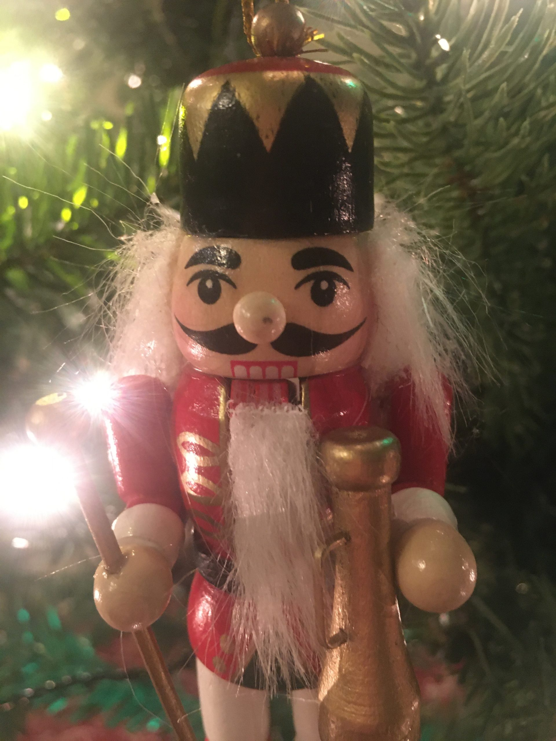 The Final Edit to our tree is yet to be completed: we don't have a topper. But for now, this awesome picture of a nutcracker soldier gives a nice Christmassy feeling.